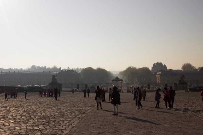 versailles-tourists